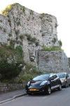 De Nissan Leaf van Trip Manager geparkeerd in Domfront