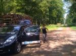 De Nissan Leaf in het bos