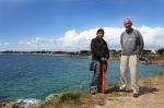 Runa en mijn vader aan de kust van Kercanic (dag 10)