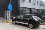 Nissan Leaf van Trip Manager aan de snellader van de ANWB