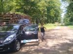 De schone en stille Nissan is meer welkom in het bos dan fossiele auto's